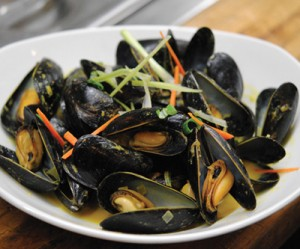 Island Sassy Curry Mussels